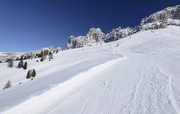 Φωτεινό χιόνι στο τρέξιμο σκι Laurin και Rosengarten, πέρασμα Costalunga Στοκ εικόνα με δικαίωμα ελεύθερης χρήσης