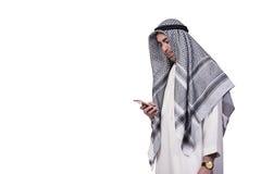 Το αραβικό άτομο με το κινητό τηλέφωνό του που απομονώνεται στο λευκό Στοκ Φωτογραφίες
