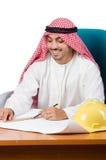 Το αραβικό άτομο που εργάζεται στο γραφείο Στοκ Εικόνα