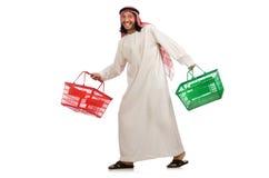 Το αραβικό άτομο που κάνει τις αγορές που απομονώνονται στο λευκό Στοκ Φωτογραφία