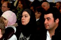 Το αραβικό μουσουλμανικό ζεύγος που χορηγείται τη δανική υπηκοότητα Στοκ φωτογραφία με δικαίωμα ελεύθερης χρήσης