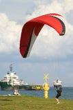 Το αρσενικό ανεμόπτερο παίρνει έτοιμο να βγάλει το ανεμόπτερο Στοκ εικόνα με δικαίωμα ελεύθερης χρήσης