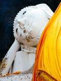 Το αρχαίο άγαλμα Leying Βούδας σε Ayutthaya καταστρέφει σύνθετος, κοντά στη Μπανγκόκ, την Ταϊλάνδη στοκ εικόνα
