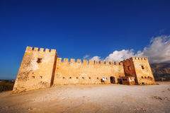 10 09 2016 - Το αρχαίο ενετικό φρούριο Frangokastello στο νησί της Κρήτης Στοκ εικόνα με δικαίωμα ελεύθερης χρήσης