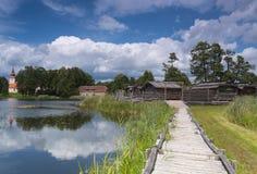 Το αρχαίο κούτσουρο στεγάζει το χωριό Στοκ φωτογραφίες με δικαίωμα ελεύθερης χρήσης