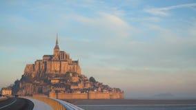 Το αρχαίο νησί του mont-Άγιος-Michel και ο δρόμος σε το φιλμ μικρού μήκους