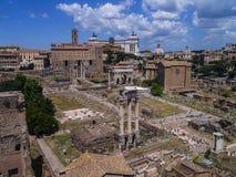 Το αρχαίο ρωμαϊκό φόρουμ από το υπερώιο Hill στη Ρώμη Ιταλία στοκ φωτογραφία με δικαίωμα ελεύθερης χρήσης