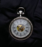 Το ασημένιο ρολόι τσεπών στοκ εικόνα