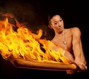 το ασιατικό άτομο πυρκαγ Στοκ Φωτογραφίες