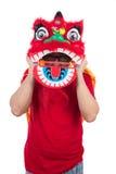 Το ασιατικό κινεζικό άτομο εκτελεί το χορό λιονταριών γιορτάζοντας κινεζικό νέο Yea Στοκ Εικόνες