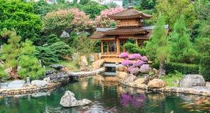 Το ασιατικό περίπτερο στον κήπο της Lian γιαγιάδων Στοκ εικόνα με δικαίωμα ελεύθερης χρήσης