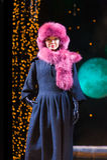 Το ασιατικό πρότυπο καταδεικνύει το φόρεμα γουνών Στοκ Εικόνες