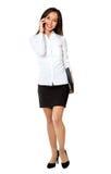 το ασιατικό σύνολο επιχειρησιακών επιχειρηματιών brunette σωμάτων καυκάσιο κινεζικό θηλυκό που απομονώθηκε ανάμιξε την κινητή πρό Στοκ Φωτογραφία