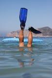 το αστείο άτομο κολυμπά μ Στοκ Φωτογραφία