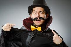 Το αστείο άτομο μάγων που φορά tophat Στοκ εικόνα με δικαίωμα ελεύθερης χρήσης