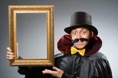 Το αστείο άτομο με το πλαίσιο εικόνων στοκ φωτογραφίες