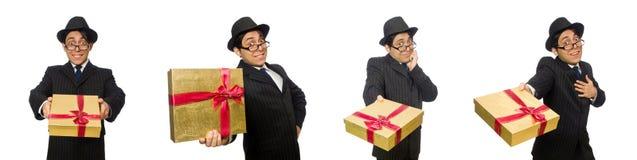 Το αστείο άτομο με το giftbox στο λευκό στοκ φωτογραφία με δικαίωμα ελεύθερης χρήσης