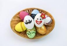 Το αστείο αυγό Πάσχας σχεδιάζει το αυγό Πάσχας του και της Στοκ φωτογραφίες με δικαίωμα ελεύθερης χρήσης