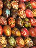 το αυγό χρωμάτισε ξύλινο Στοκ εικόνες με δικαίωμα ελεύθερης χρήσης