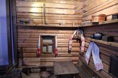 Το αυθεντικό ρωσικό βόρειο χωριό, η αναδημιουργία του σπιτιού, η διακόσμηση των σπιτιών και τα χαρακτηριστικά των εξαρτήσεων στοκ εικόνες