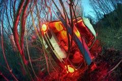 Το αυτοκίνητο έπεσε από το βουνό Στοκ εικόνα με δικαίωμα ελεύθερης χρήσης
