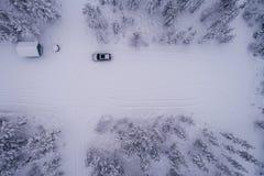 Το αυτοκίνητο έχει κάνει τις βαθιές διαδρομές σε έναν χώρο στάθμευσης στοκ εικόνα