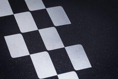 Το αυτοκίνητο που συναγωνίζεται διασχισμένο ελεγμένο ή τελειώνει το σχέδιο σημαιών Στοκ φωτογραφία με δικαίωμα ελεύθερης χρήσης