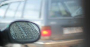 Το αυτοκίνητο σε μια κυκλοφοριακή συμφόρηση απόθεμα βίντεο