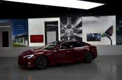 Το αυτοκίνητο τέσλα παρουσιάζει δωμάτιο στη λεωφόρο Bellevue Στοκ Εικόνες