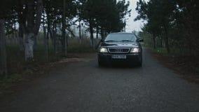 Το αυτοκίνητο Audi στην κίνηση απόθεμα βίντεο