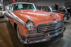 Το αυτοκίνητο Chrysler Windsor, 1956 φυσικού μεγέθους Στοκ Εικόνες