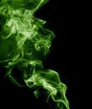 το αφηρημένο μαύρο καίγοντας σύννεφο ανασκόπησης παρήγαγε το μεγάλο πράσινο θυμίαμα όπως την τοξική ουσία καπνού βλεμμάτων Στοκ φωτογραφίες με δικαίωμα ελεύθερης χρήσης