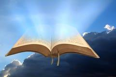 Το βασίλειο Θεών ` s κυβερνά την ανοικτή Βίβλο Στοκ Εικόνες