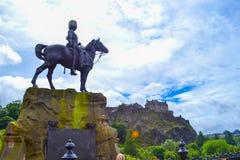 Το βασιλικό σκωτσέζικο μνημείο Greys στην οδό πριγκήπων με τους πρίγκηπες ST στοκ εικόνα με δικαίωμα ελεύθερης χρήσης