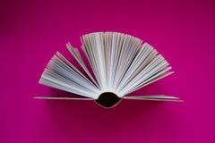 Το βιβλίο levitates στοκ εικόνες
