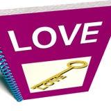 Το βιβλίο αγάπης παρουσιάζει κλειδί στα στοργικά συναισθήματα ελεύθερη απεικόνιση δικαιώματος