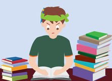 Το βιβλίο ανάγνωσης αγοριών προετοιμάζεται για την εξέταση Στοκ Εικόνες