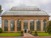 Το βικτοριανό σπίτι φοινικών στους βασιλικούς βοτανικούς κήπους, ένα δημόσιο πάρκο στο Εδιμβούργο, Σκωτία, UK στοκ εικόνα με δικαίωμα ελεύθερης χρήσης