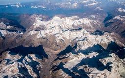 Το βουνό και ο μπλε ουρανός του Ιμαλαίαυ στοκ εικόνα