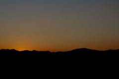 Το βουνό με το τοπίο ηλιοβασιλέματος Στοκ φωτογραφίες με δικαίωμα ελεύθερης χρήσης