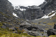 Το βουνό που καλύπτεται ακόμα από το χιόνι κατά τη διάρκεια των αρχών του καλοκαιριού στη Νέα Ζηλανδία Στοκ Εικόνα