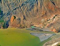 Το βουνό του Καναδά λικνίζει την πράσινη μπλε φύση νερού φαραγγιών πετρών Στοκ Εικόνες