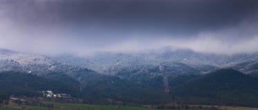 Το βουνό χιονιού Στοκ εικόνες με δικαίωμα ελεύθερης χρήσης