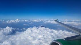 Το βουνό Merapi διαμορφώνει τον ουρανό Στοκ Φωτογραφίες