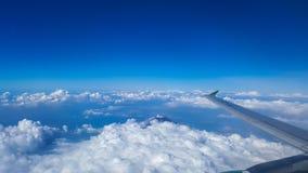 Το βουνό Merapi διαμορφώνει τον ουρανό Στοκ Φωτογραφία