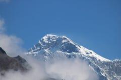 Το βουνό Napalese Lhotse είναι το τέταρτο υψηλότερο βουνό στον κόσμο στοκ εικόνα