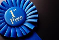 Το βραβείο για την πρώτη θέση σε ένα σκοτεινό υπόβαθρο Στοκ Εικόνες