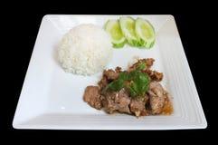 Το βρασμένο ρύζι με ανακατώνει το χοιρινό κρέας τηγανητών στοκ εικόνα