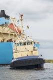 Το βυτιοφόρο Robert Maersk είναι στο δρόμο του στο τερματικό Vopak Στοκ Φωτογραφίες