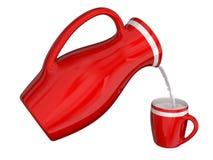 Το γάλα χύνεται από μια κανάτα σε μια κούπα Στοκ φωτογραφίες με δικαίωμα ελεύθερης χρήσης